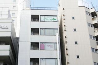 ホテルラングウッド隣、月安第1 ビル6 階がスタジオです。